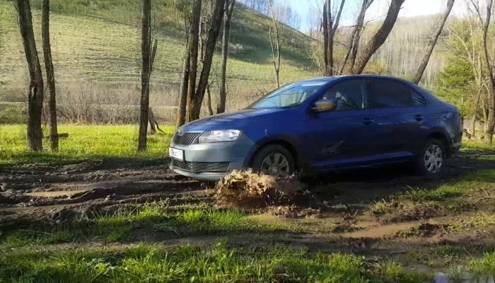 Шкода по грязи