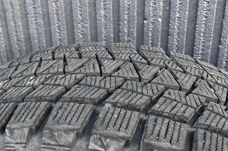 Bridgestone Blizzak DM V1 215 65R16